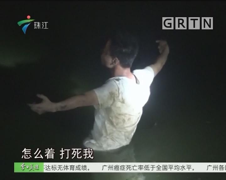 """中山:醉汉冲入水塘上演""""战争剧"""" 消防员哭笑不得"""