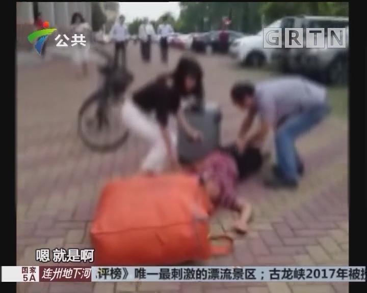 中山:男子街头晕倒 路人喂药捐款