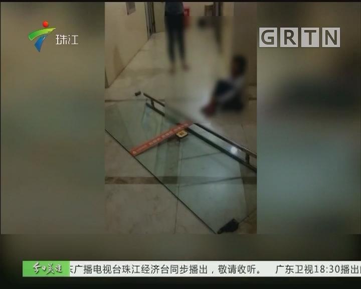深圳:百斤重玻璃门倒塌 砸伤6岁女童