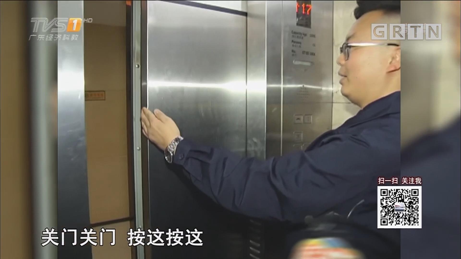 记者实验:用手拦电梯门 后果可能很严重!