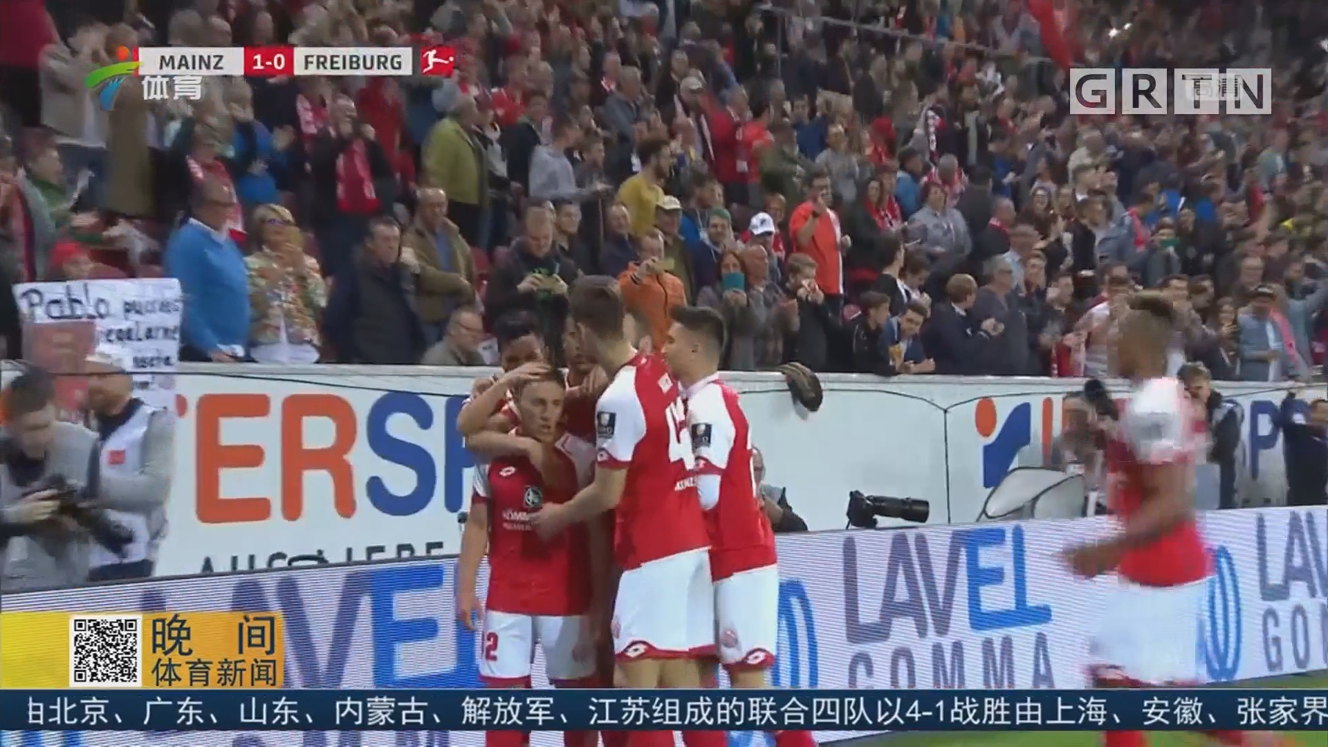德甲 中场休息VAR判点球 球员重返赛场