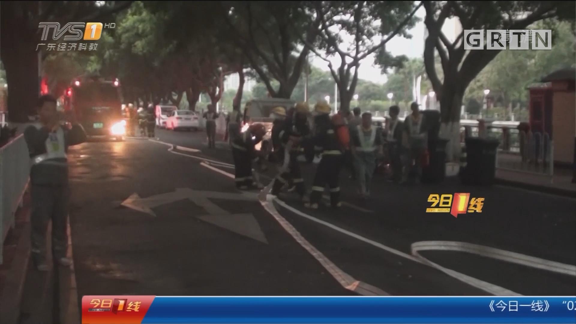广州:水闸间起火 消防搬开气罐勇救人