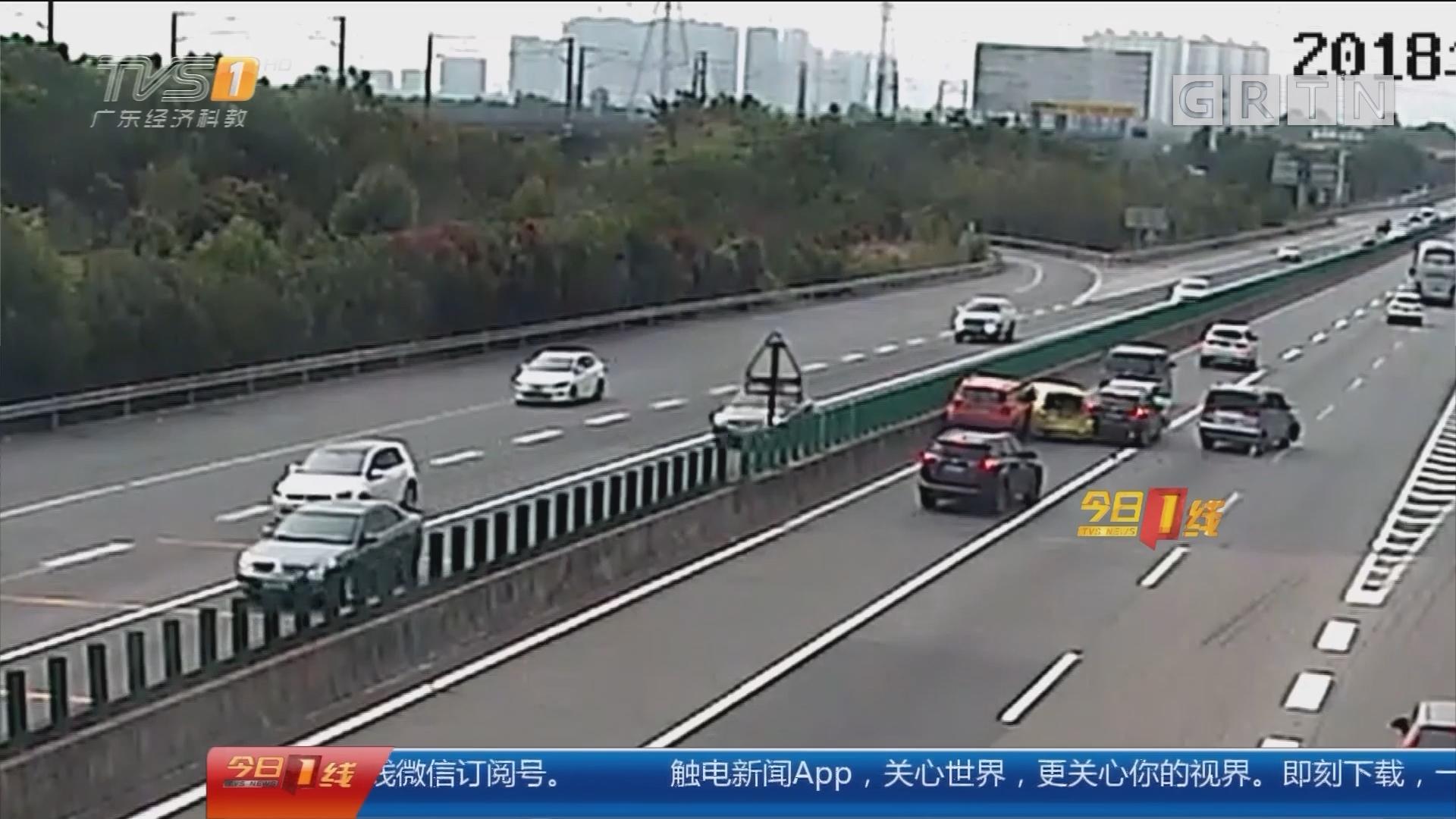 中山:女司机一个错误动作 七车连环相撞