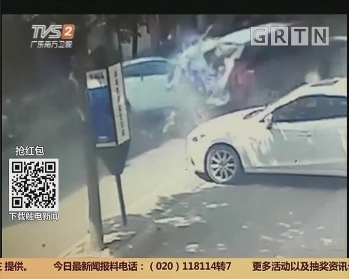 深圳龙岗:小轿车疑失控连撞多人 致2死1伤