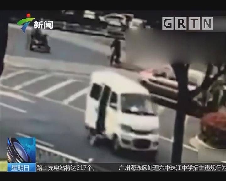江苏:转弯太急甩出婴儿 司机未察觉径直离去