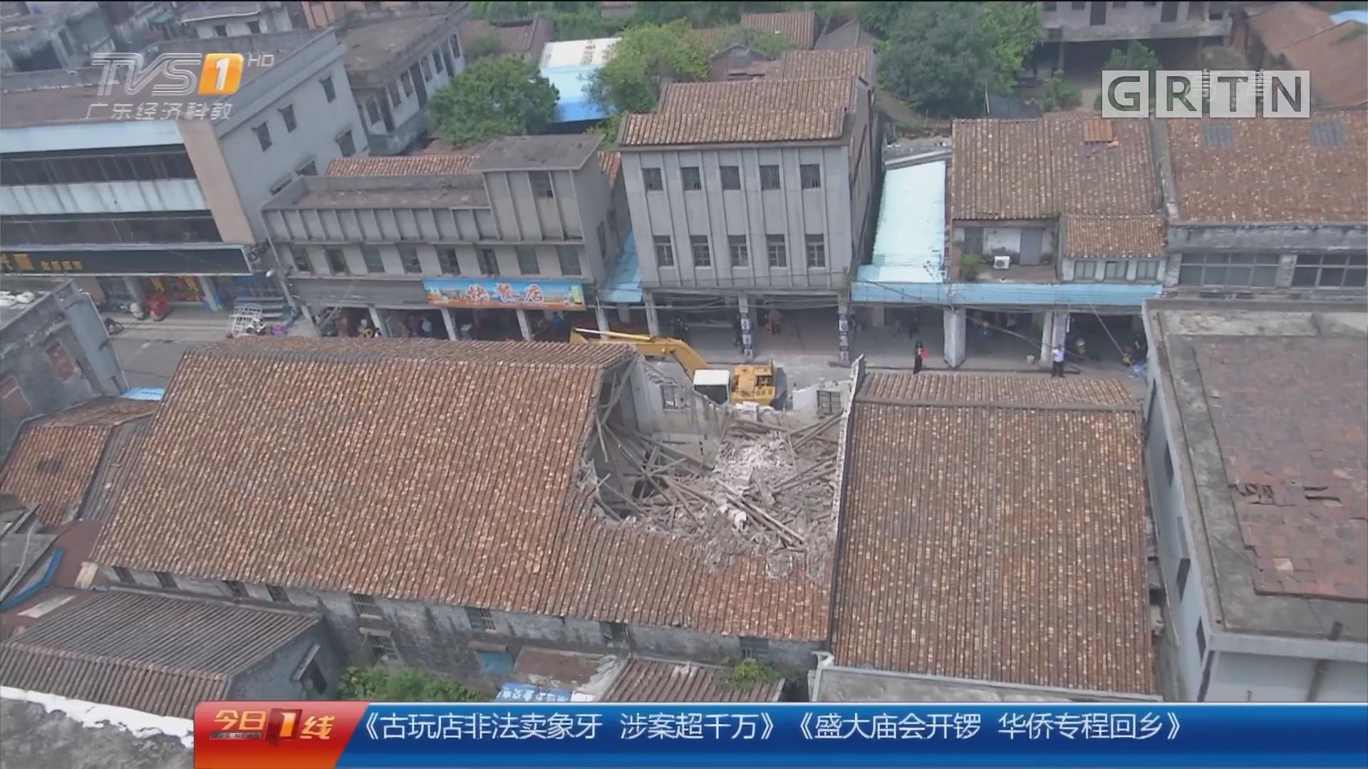 江门蓬江区:老楼房突坍塌 幸无人员伤亡