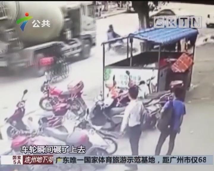 白云:搅拌车与摩托车发生事故 一人受伤