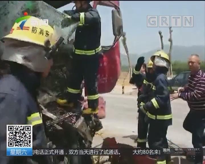 韶关:货车追尾3人被困 消防生死营救