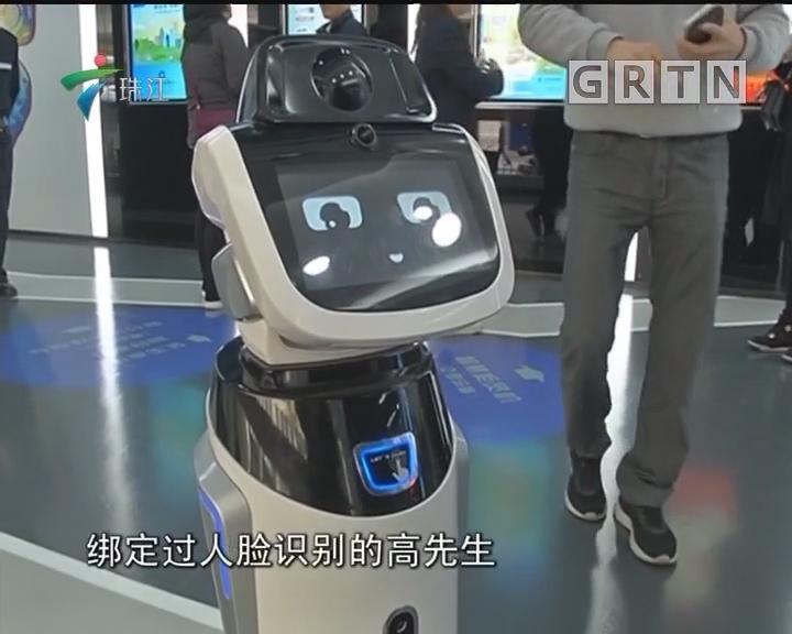 上海:无人银行亮相 市民尝鲜体验