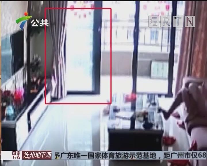 业主投诉:新房刚入住不久 玻璃门发生爆裂