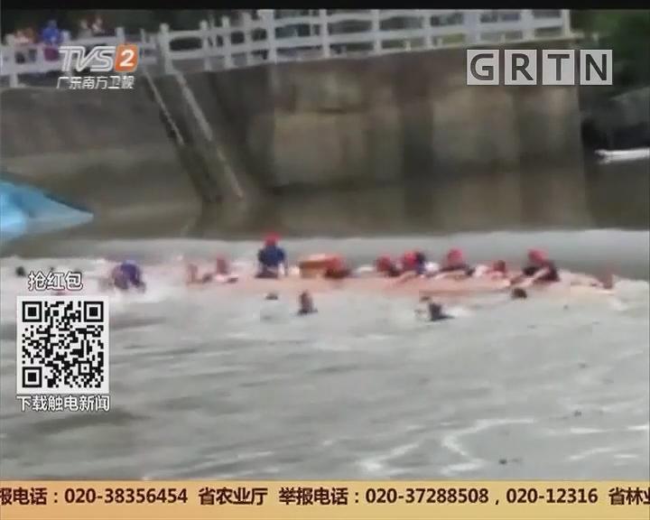 广西桂林:两艘龙舟意外侧翻 船上57人落水