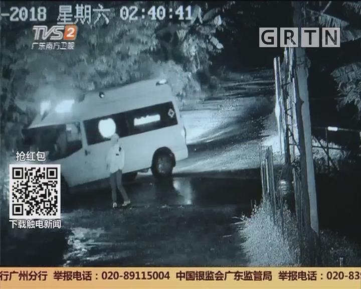 广州花都:七旬老人雨夜摔倒 村治保会及时救助