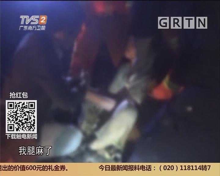 """中山东风:醉汉水中演""""抗日剧"""" 消防队员边""""演""""边救"""