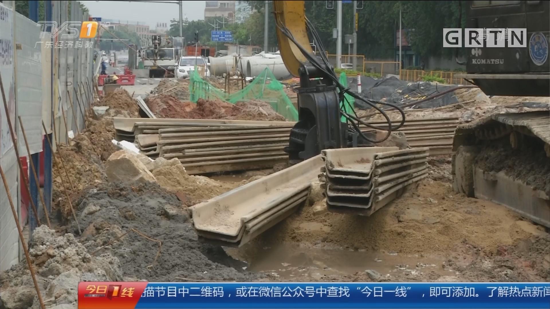 广州番禺:十米钢板从天降 弹起砸中三轮车