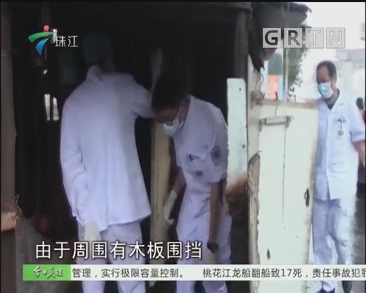 中山:拾荒老人骨折被困 消防员破房救人