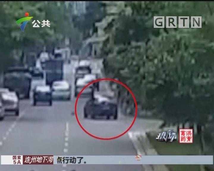 男子不慎卷入车底 警民合力抬车施救