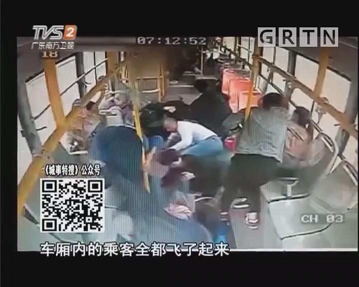 """大货车追尾公交车 乘客车厢内乱""""飞"""""""