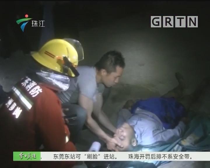 广州:小车冲落塘 休班消防员救起溺水司机