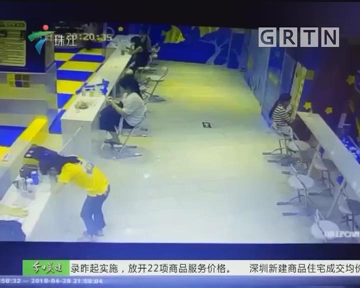 东莞:男童飞出游乐设施骨折