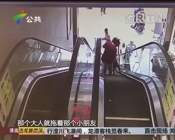 """江门:家长花式""""遛娃"""" 男童意外夹脚"""
