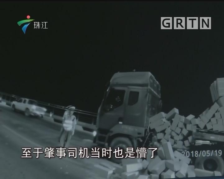 珠海:交警深夜搬砖两吨 缘为疏导交通