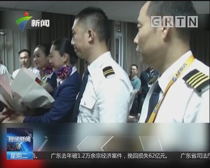 """川航""""英雄机组""""亮相 机长曾系空军教员"""