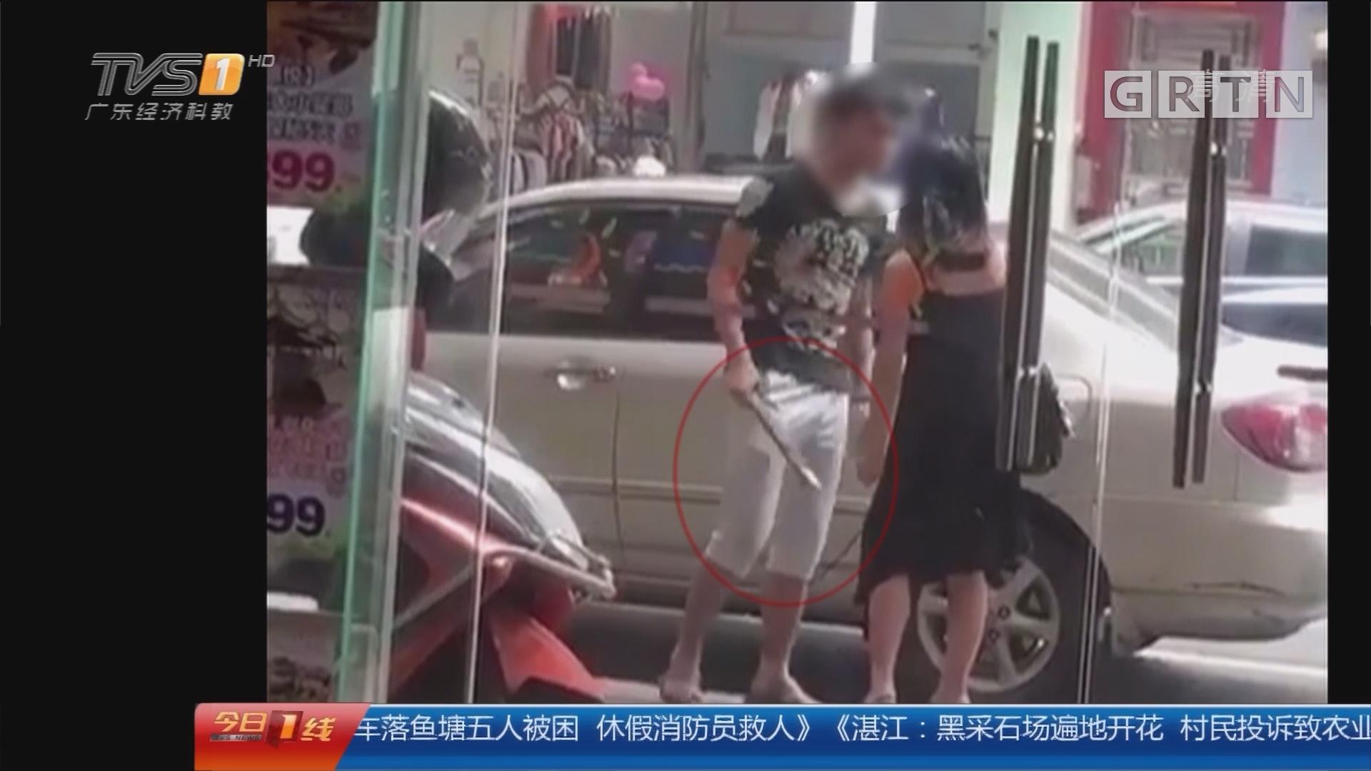 佛山顺德:男子街头对女子施暴 疑因情感纠纷?