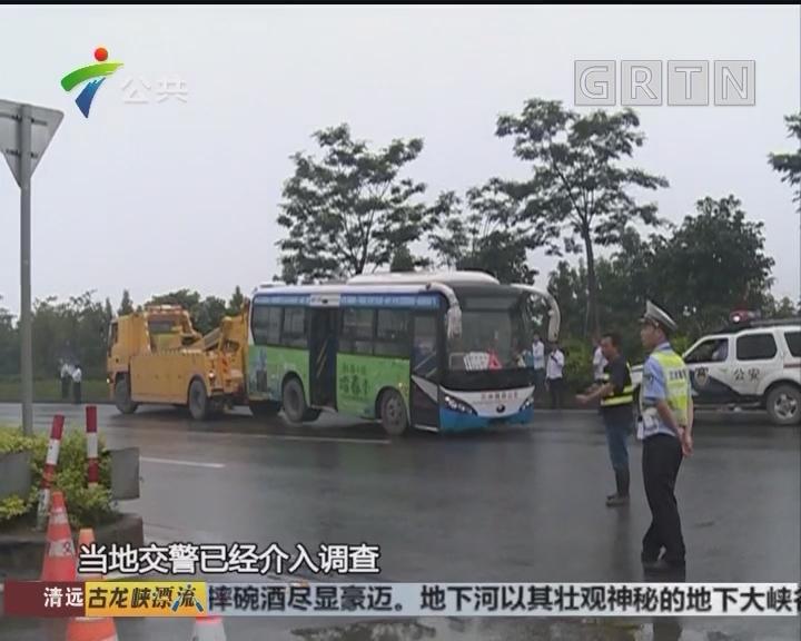 佛山:两车发生碰撞 公交车上花基