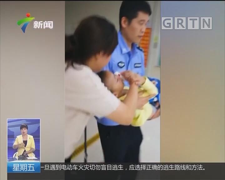 深圳:警车变身救护车 急送病人到医院