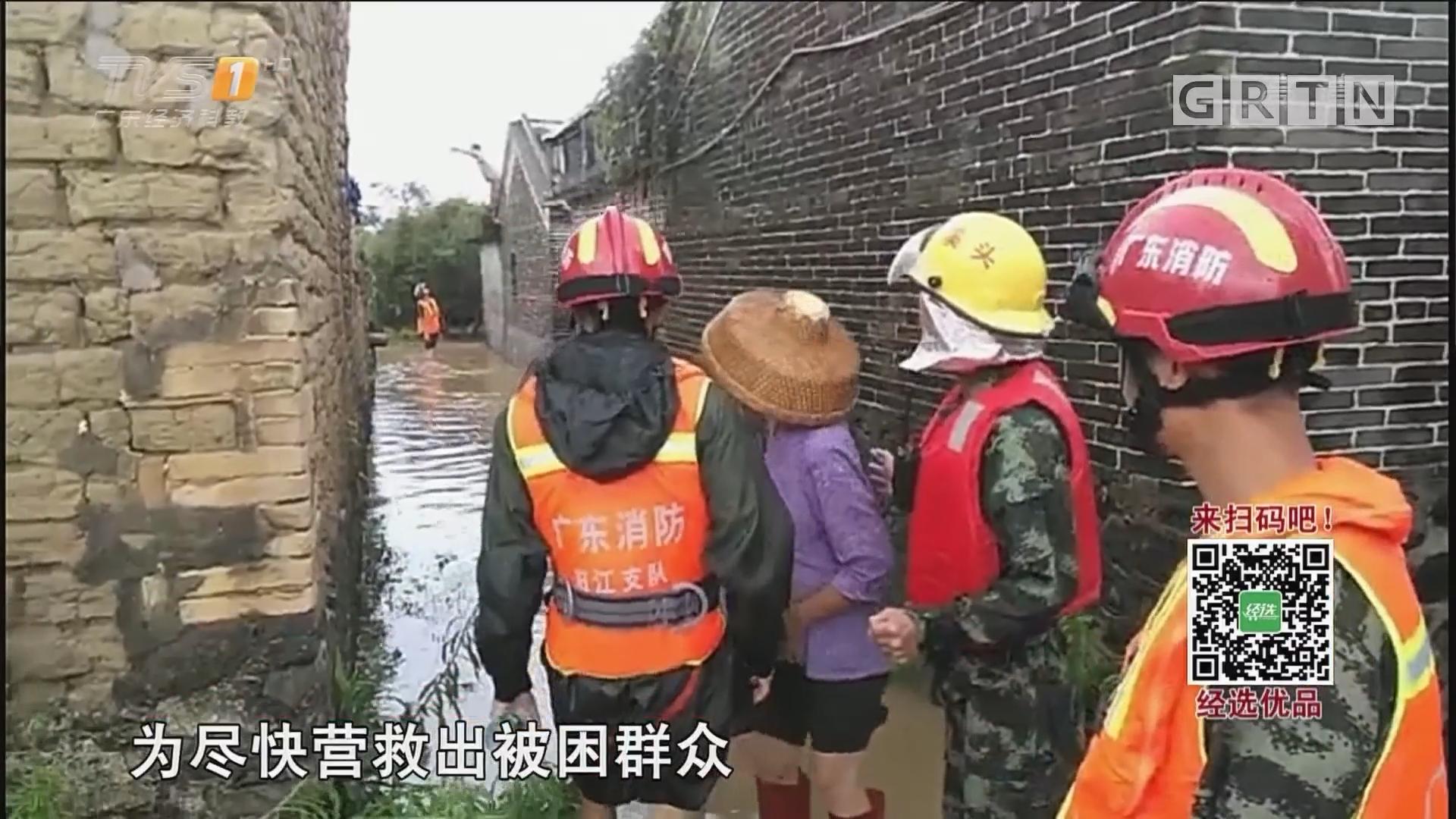 阳江:洪水暴涨消防紧急转移被困群众