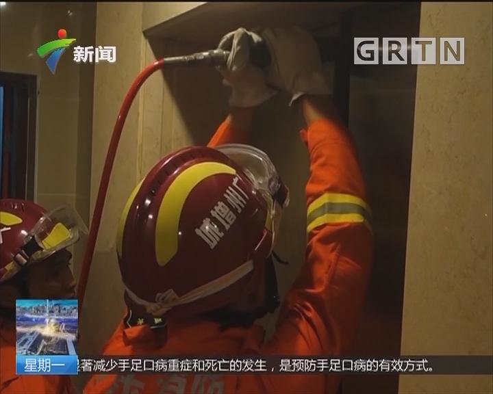 广州增城:16人被困电梯 消防迅速破门救人