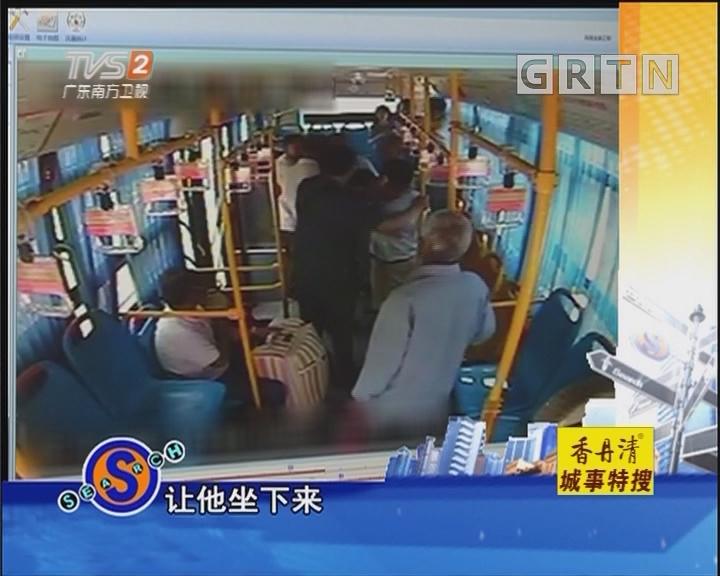 蟊贼公交车上行窃 司机抓小偷