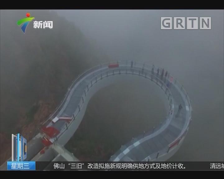 """河南郑州:""""中原第一玻璃廊桥"""" 完工 整体伸出悬崖30米"""