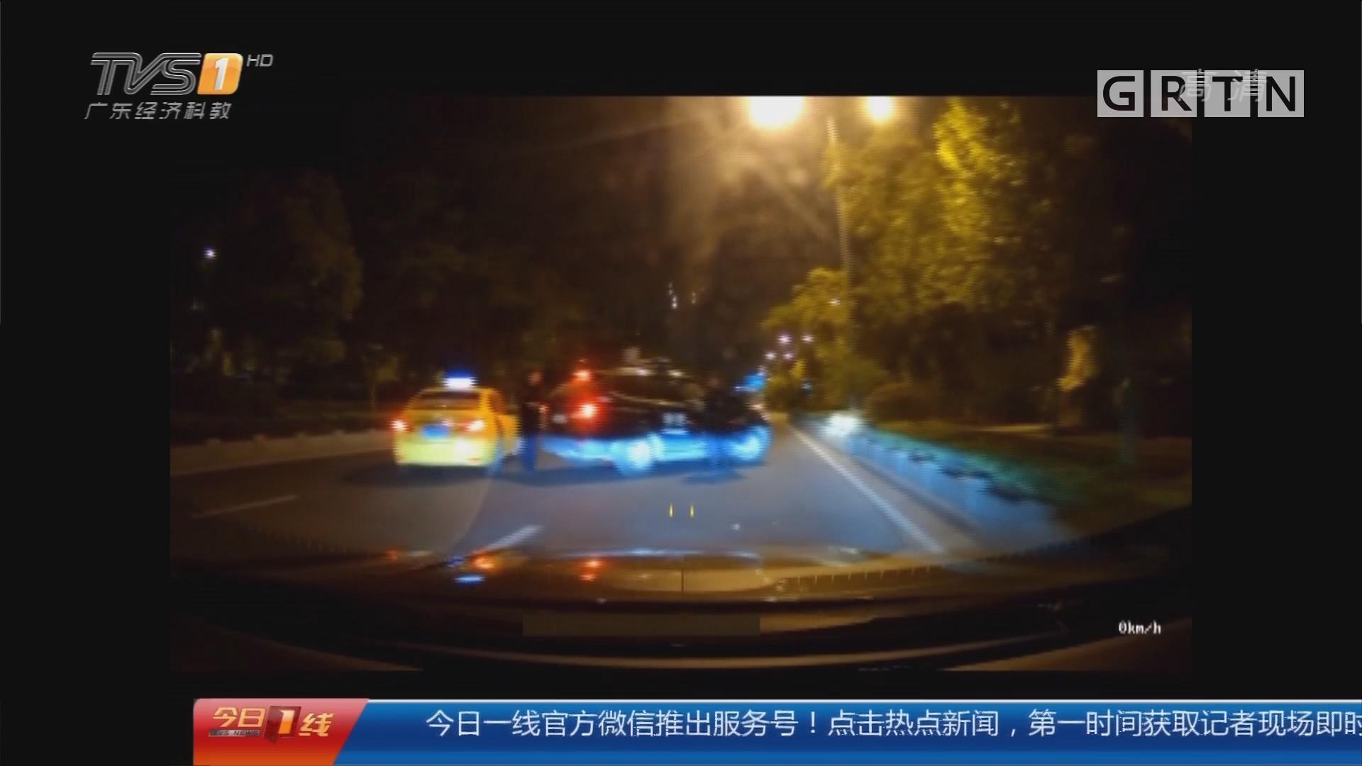江苏:闹市冲卡撞警车 疯狂醉酒男被刑拘
