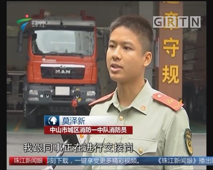 中山:男子闹市抢包 消防员十秒擒贼