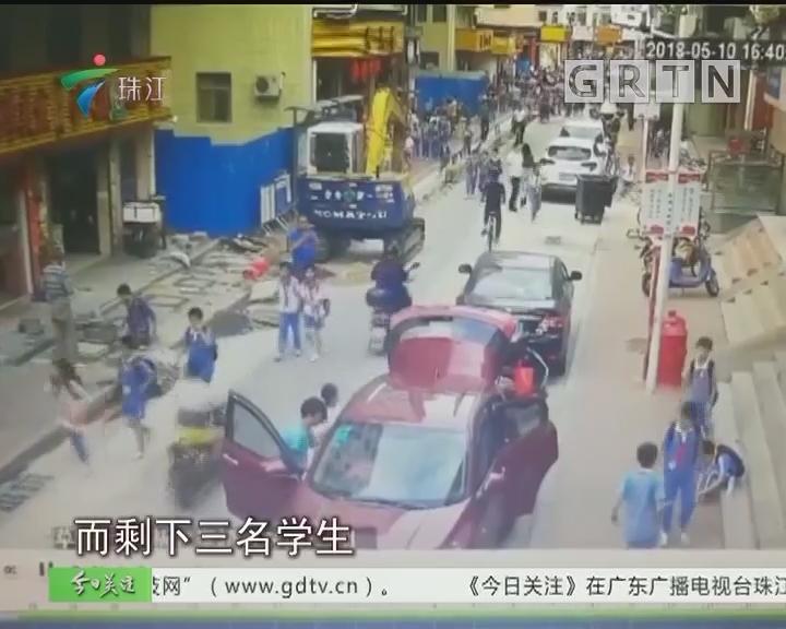 深圳:五座小车塞13名学生?交警介入调查