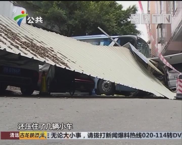 广州:大巴车失控撞穿墙 多辆小车遭殃