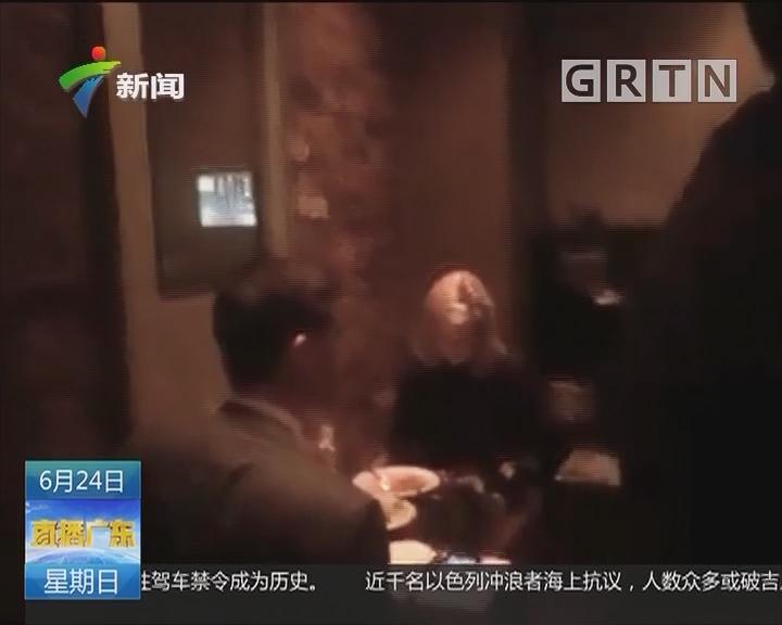 美国:白宫发言人餐厅遭冷遇 用餐被轰走