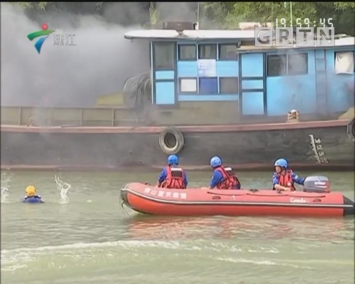 佛山公安举行水上应急救援演练