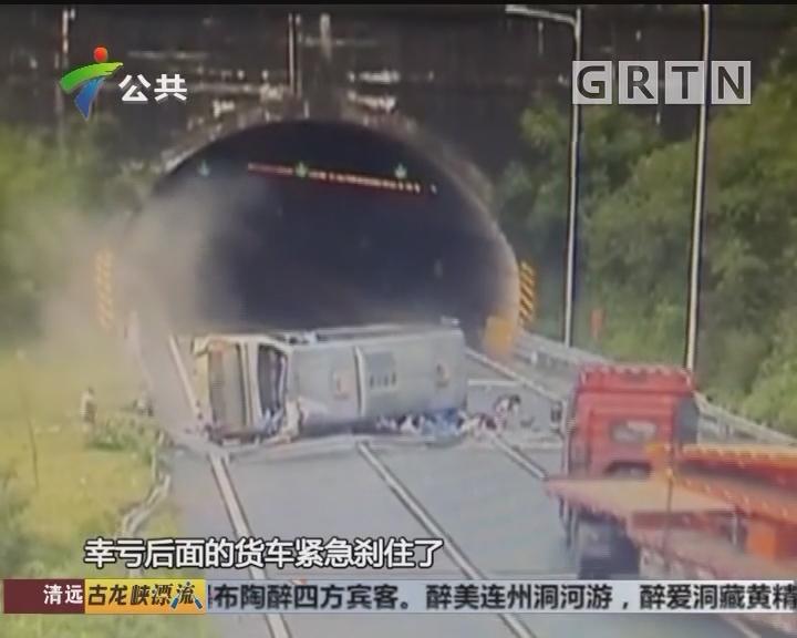 清远:大巴车侧翻 乘客逃生互救