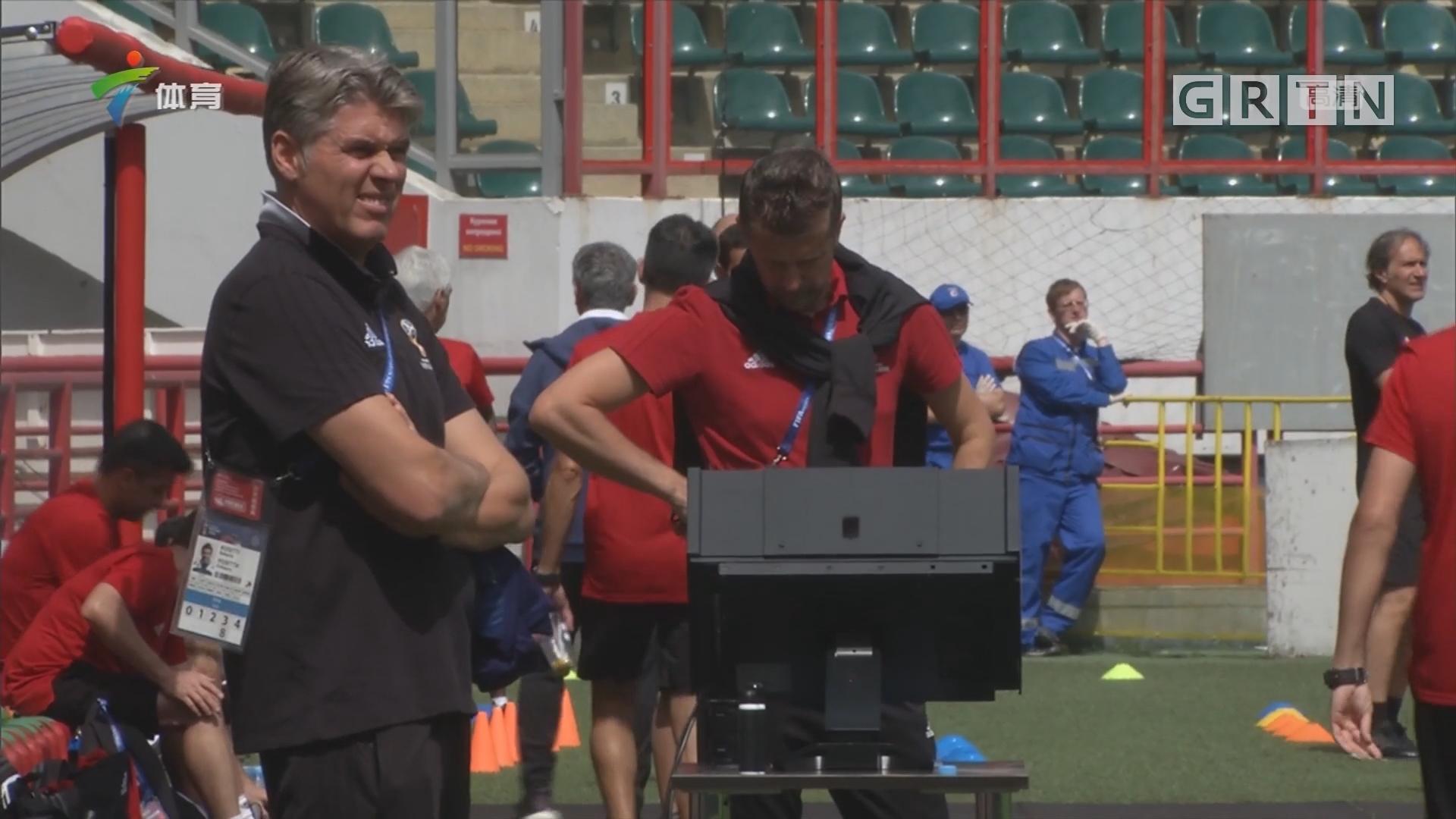 世界杯裁判团队亮相训练场 VAR系统成焦点