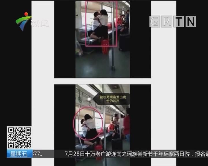 重庆:重庆轻轨一女子突然抱咬男乘客