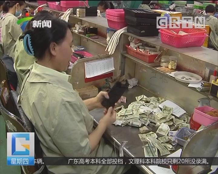 广州:手机错投公交钱箱 扔张纸条领回手机