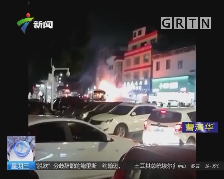 佛山:公交行驶中爆炸起火 小伙见义勇为