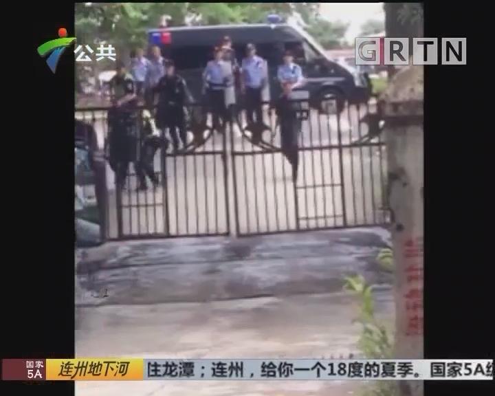 广州:男子持刀逃跑 警察喷辣椒水制服
