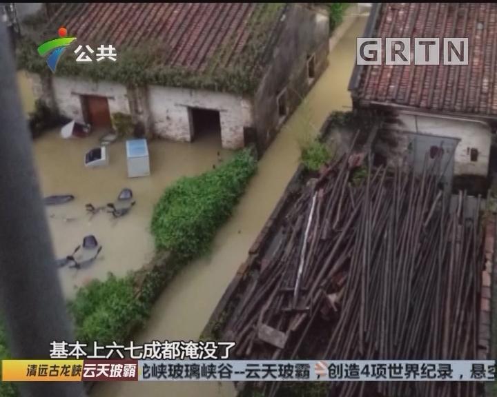 珠海:九旬老人被困深水 交警街坊暖心救援