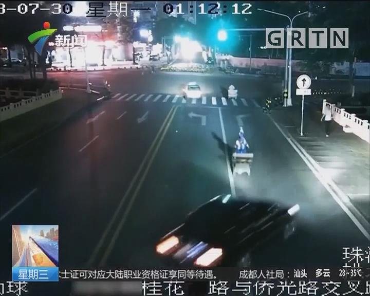 """珠海:夜半飞车冲下桥 路人""""神侧身""""逃生"""