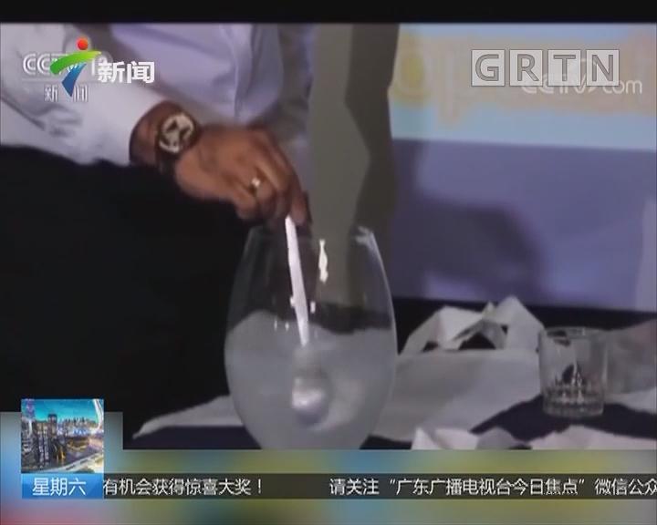 """塑料替代品:新型""""塑料袋"""" 入水即溶还能喝"""