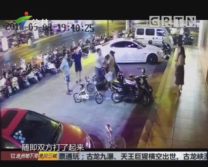 停车纠纷女子拔刀伤人 被警方迅速控制
