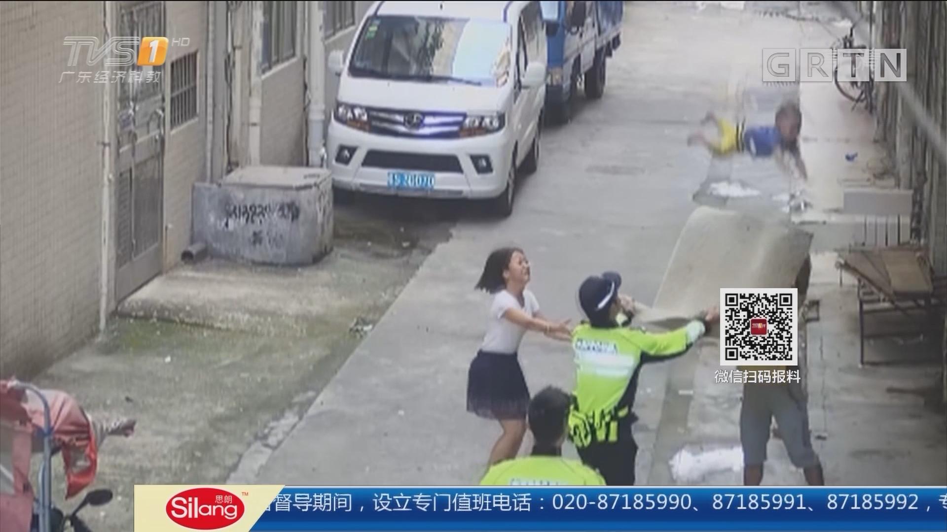 东莞凤岗:小孩独自在家 爬出阳台挂在电线上